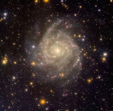 Giocando con NGC 1569 e il concetto di realtà